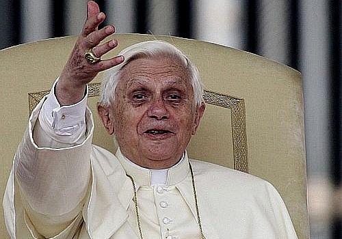 Papież pomaga powodzianom
