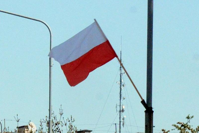 Zabrali flagi narodowe