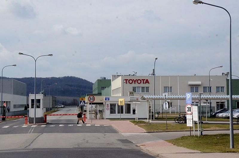 Kolejny wypadek w Toyocie