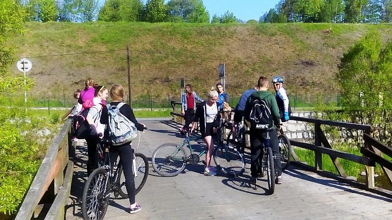 Z plecakiem i na rowerze