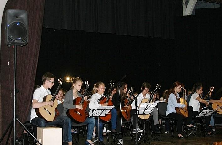 50 gitar w Głuszycy
